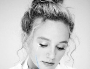 "Hollyn Announces Coming Release of 6-Song EP ""Bye, Sad Girl"""